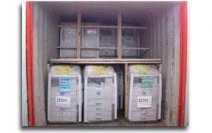 Plataformas de madera dentro de contenedores